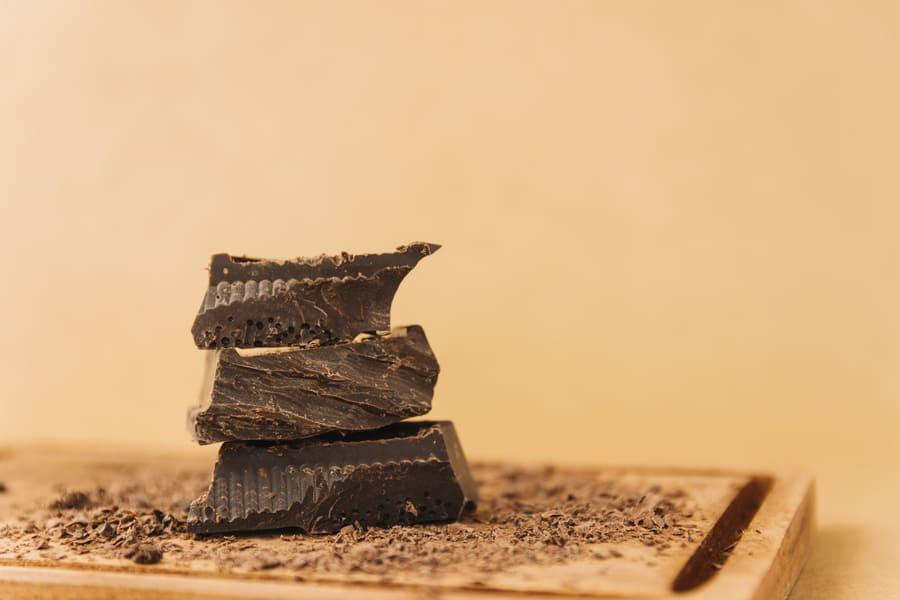 Тёмный шоколад – продукт, замедляющих старение организма