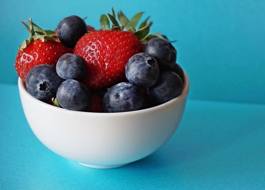 Ягоды – продукт, замедляющих старение организма