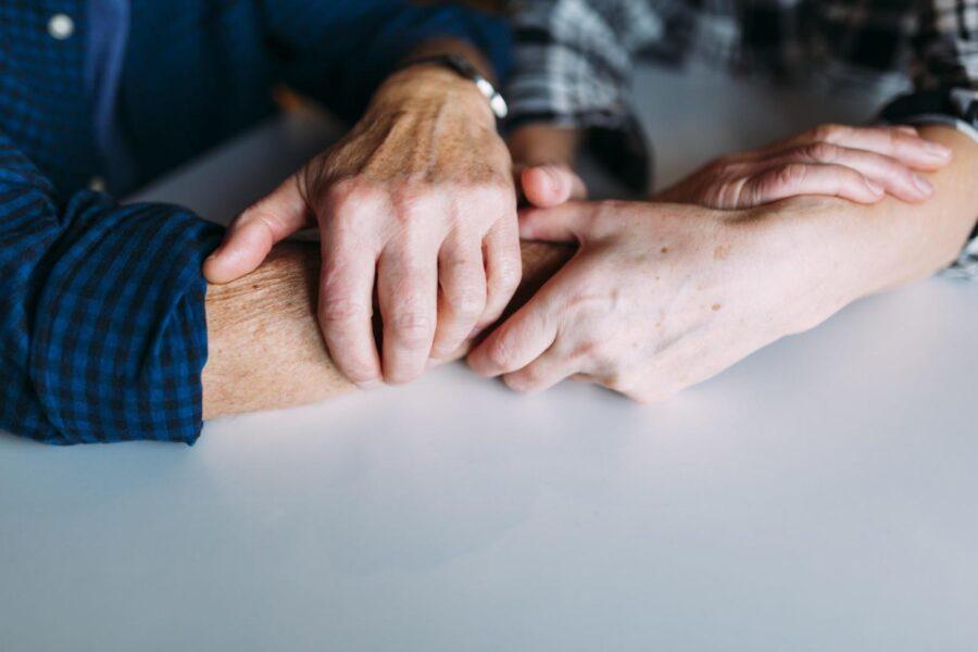 Синдром Диогена: что это, причины и как лечить