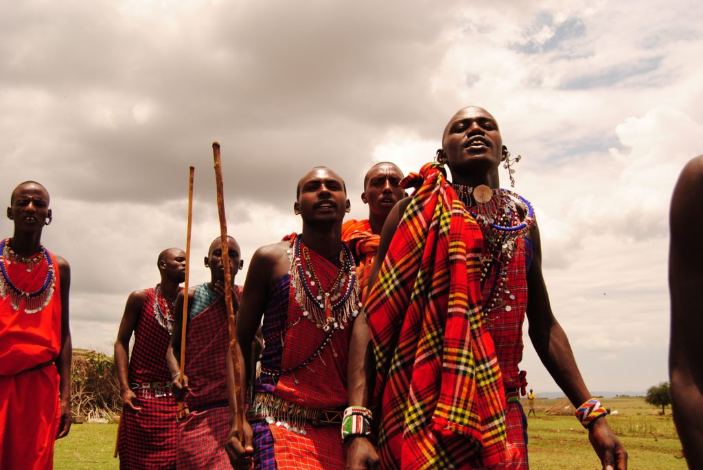 Приветствие плевком, масаи