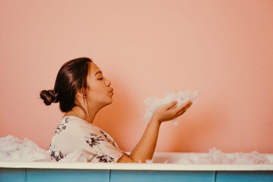 Польза ванны: 5 причин не отказываться от этой процедуры