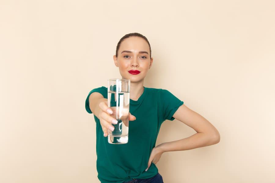 Чем полезна вода для организма: 7 лечебных свойств