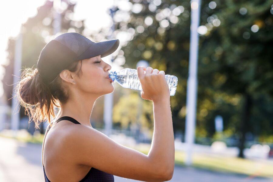Сколько воды в день нужно пить человеку