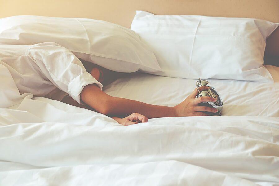 Почему некоторые люди спят по 4 часа в сутки: научные исследования