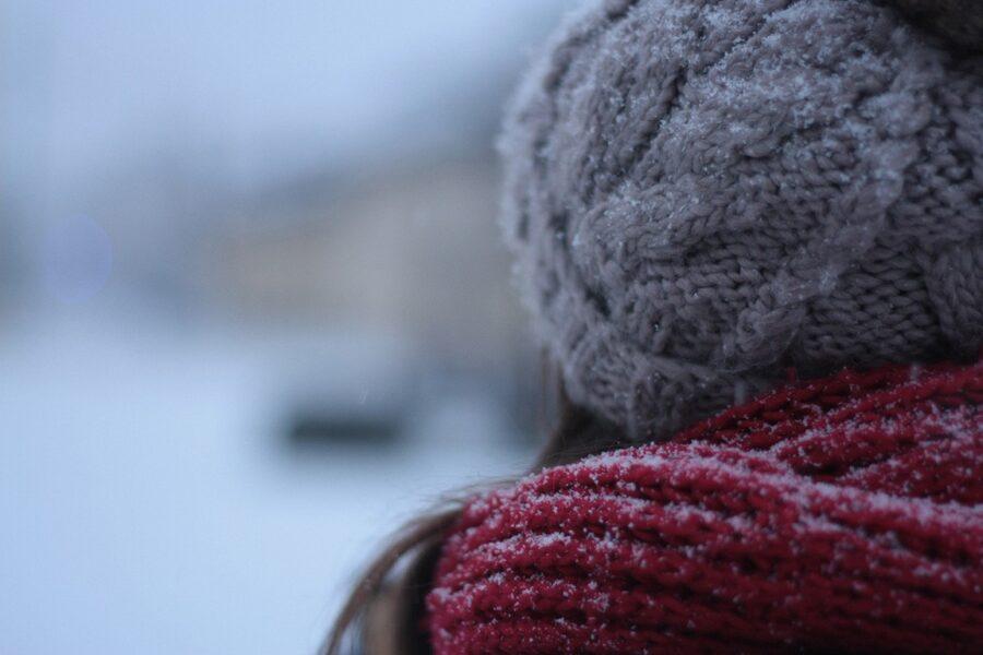 Можно ли ходить без шапки зимой и весной, какие могут быть последствия?