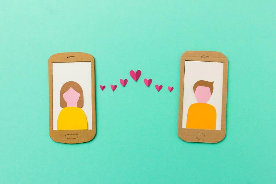 Плюсы и минусы сайтов знакомств: есть ли в них смысл