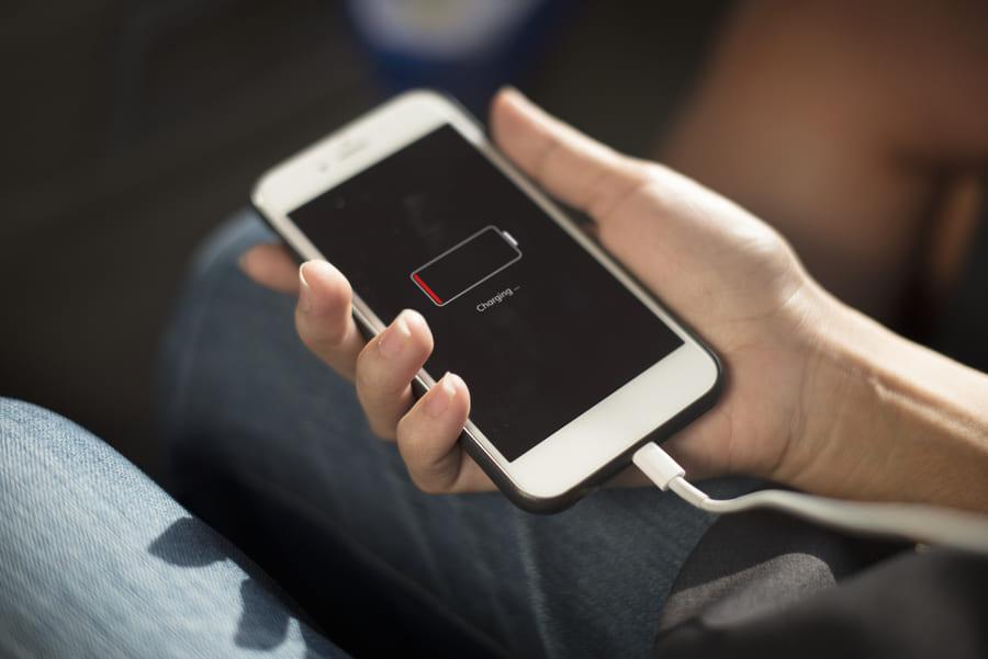 Миф № 9: Заряжать смартфон можно только при полной разрядке
