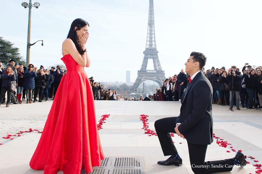 Чтобы сделать предложение руки и сердца своей девушке, Шьям Шах исполнил зажигательный танец перед Эйфелевой башней