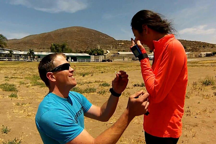 Брэндон сделал предложение своей девушке во время прыжка с парашютом