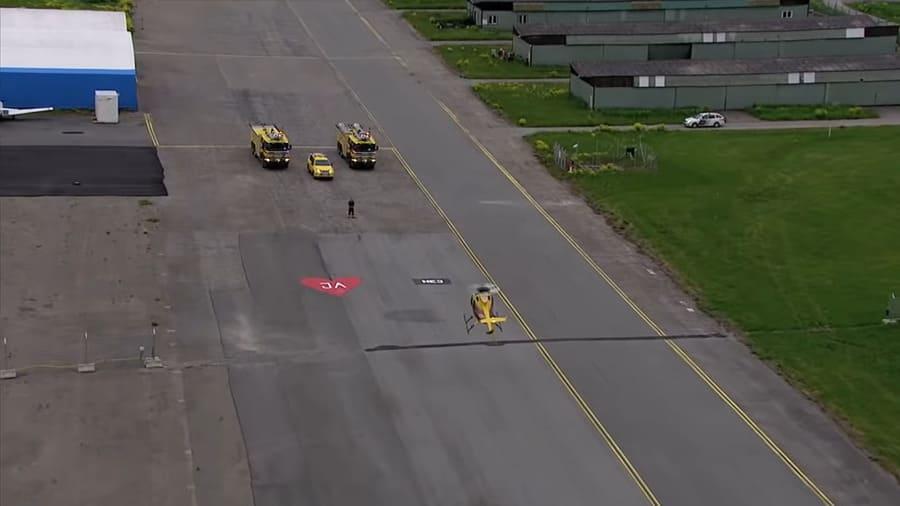 Пожарный Робин Сторм сделал оригинальное предложение своей девушке на вертолётной площадке