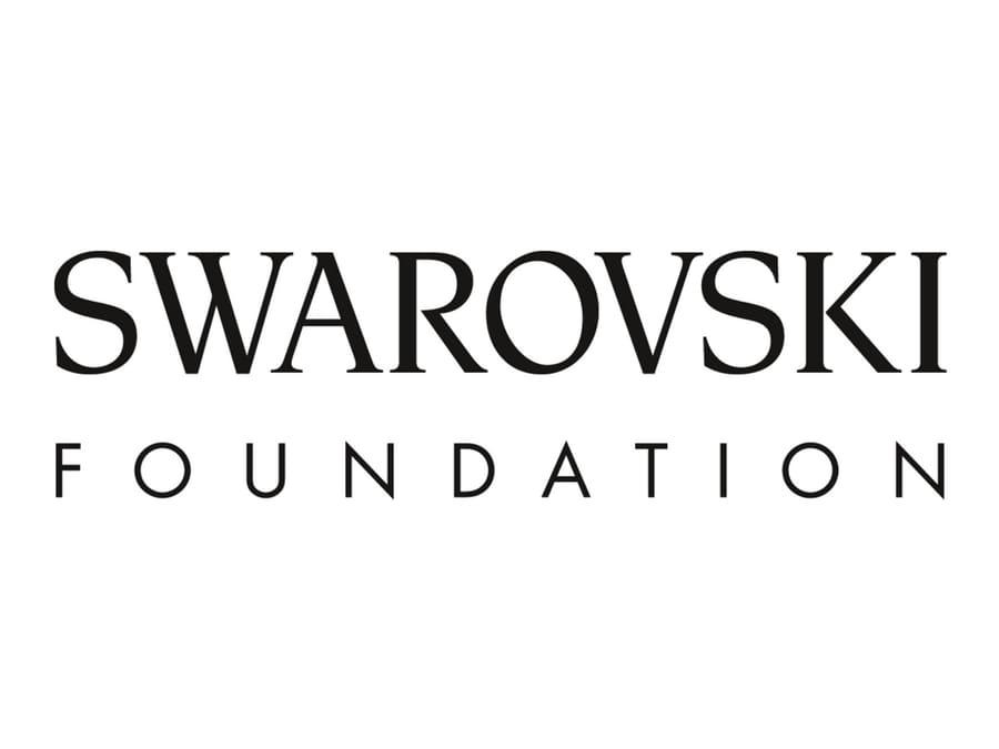Как компания Swarovski помогает людям
